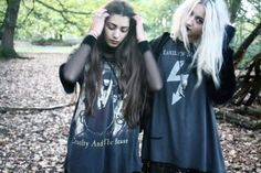 Find images and videos about girl, hair and black on We Heart It - the app to get lost in what you love. Cute Grunge Outfits, Cute Outfits, Nu Goth, Besties, Blitz Kids, Grunge Photography, Goth Aesthetic, Grunge Fashion, Rock Fashion