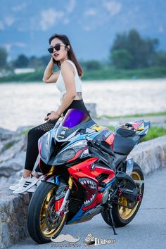 Lady Biker, Biker Girl, Gp Moto, S1000r, Black Clover Anime, Super Bikes, Ducati, Motorbikes, Motorcycle