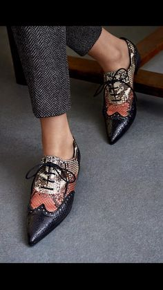 GUCCI Women Brogue leather lace up