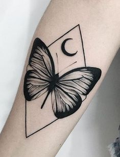 Butterfly tattoos to inspire you- Butterfly tattoos are one of the most tattooed among people, for symbolizing: delicacy, femininity, transformation and freedom! Hand Tattoos, Neue Tattoos, Finger Tattoos, Body Art Tattoos, Sleeve Tattoos, Girly Tattoos, Small Tattoos, Cool Tattoos, Tatoos