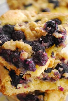 Blueberry Streusel Bars 1 box yellow cake mix 2 eggs 1/2 cup (1 stick) butter, melted plus 2 Tbsp butter, cut into chunks (cold) 1 tsp lemon juice 2 cups fresh blueberries (or use frozen, but thaw them first) 1/2 cup plus 1 Tbsp flour 1 Tbsp cinnamon sugar 2 Tbsp brown sugar 1/3 cup quick oats