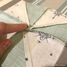 Sewing Block Quilts Getting a flat pinwheel. Also tutorial on covering foam pieces for cushions - Reducing bulk in Pinwheel Block seams is important for making a flat pinwheel quilt! Read this tutorial with pictures on how to get a flat pinwheel block! Quilting Tutorials, Quilting Projects, Quilting Designs, Quilting Tips, Quilt Block Patterns, Quilt Blocks, Sewing Patterns, Pinwheel Quilt Pattern, Star Blocks