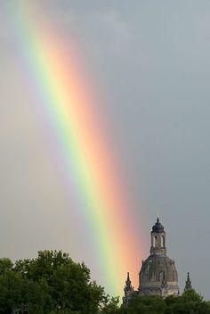 Junio 26 de 2012 - Un arcoiris sobre Dresden Frauenkirche (Iglesia de Nuestra Señora) después de una fuerte lluvia en Dresden (Alemania). (AFP/VANGUARDIA LIBERAL)