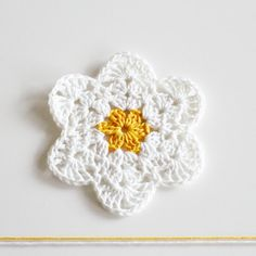 Crochet pattern: Crochet a daisy step by step tutorial di Yarnika