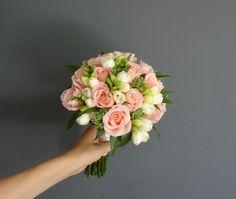 Bukiet ślubny Justyny z różą i frezją Dahlia Wedding Bouquets, Flower Bouqet, Bride Bouquets, Whimsical Wedding Flowers, White Wedding Flowers, Bridal Flowers, Wedding Entrance, Hand Flowers, Wedding Set Up