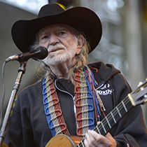 Willie Nelson mourning death of band member -- Read more: http://www.k102.com/articles/entertainment-news-104651/willie-nelson-mourning-death-of-band-11564011/