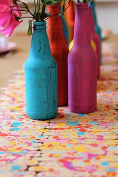 Splatter paint DIY runner. Sew cute for Spot Splatter Splash and a painting party! #kidsparties #artparty #partyfood #Lalaloopsy #spotsplattersplash