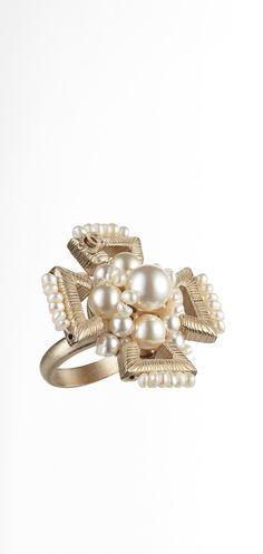 Anillo de metal adornado con perlas... - CHANEL