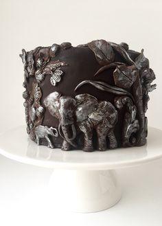 Wild life Bas Relief chocolate cake