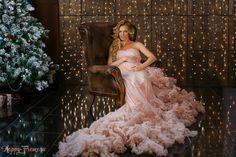 Новогодняя фотосессия в студии. Платье розовое облако.