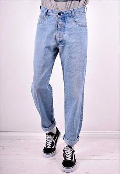 Discover new and vintage men's new and vintage jeans. From vintage Levi's in every cut, to new skinny and slim fit styles, our boutiques have got you covered. Blue Jeans Outfit Men, Loose Jeans Outfit, Blue Jean Outfits, 90s Outfit Men, Moda Oversize, Oversized Jeans, Cheap Mens Fashion, Men's Fashion, Fashion Outfits