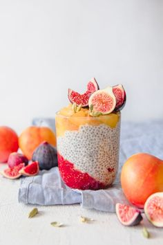 Chia Parfait with Plum & Fig Compote - Chia Recipes - Healthy Breakfast Recipes, Brunch Recipes, Plum Recipes, Breakfast Ideas, Parfait, Chia Recipe, Trifle Recipe, Overnight Oats, Gastronomia