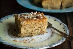 Ο Χαλβάς της Ρήνας δεν είναι χαλβάς αλλά ένα υπέροχο, αφράτο ραβανί με άρωμα κανέλας, η συνταγή είναι από τον Οδηγό Μαγειρικής του Ν. Τσελεμεντέ! Greek Desserts, Greek Cooking, Confectionery, Vanilla Cake, Vegan Vegetarian, Banana Bread, French Toast, Muffin, Dessert Recipes