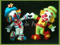 Patati e Patatá, os palhaços mais queridos da Tv, feitos à mão, em feltro, com muito carinho e respeitando cada detalhe, para decorar sua festa, ou então para presentear! <br>OBS: se for para decoração, os bonecos precisam de suporte, pois não ficam em pé sozinhos! <br>Prazo de confecção varia de acordo com a quantidade! <br>Cada boneco custa R$ 60,00, e juntos R$110,00. <br>Por favor, consulte a disponibilidade de sua data em minha agenda antes de efetuar a sua compra, ok!!