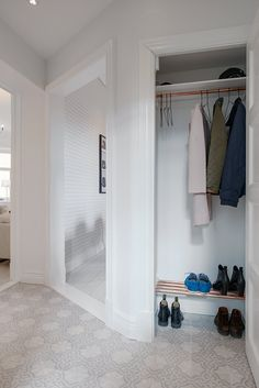 Hide out for clothes Home Hacks, Entrance, Shabby Chic, Flooring, Wallpaper, Closet, Home Decor, Google, Organizing