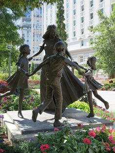 16 Beautiful Sculptures From All Over the World Made for Mothers With Love Nagasaki, Salt Lake City, Carolina Do Norte, Temple Square, 17th Century Art, Future City, Outdoor Art, Land Art, Creative Art