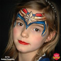 In this step by step tutorial, talented face paint artist and teacher Annabel Hoogeveen shows how to crate this amazing Captain Marvel crown face paint design! Face Painting Designs, Paint Designs, Body Painting, The Face, Face And Body, Looks Halloween, Halloween Face, Superhero Face Painting, Eye Stencil