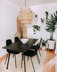 Decoration Inspiration, Room Inspiration, Decor Ideas, Diy Bedroom Decor, Living Room Decor, Black Dining Chairs, Dining Table, Interior Decorating, Interior Design