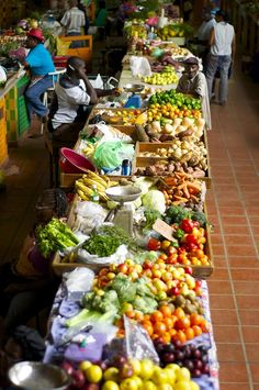 Cheapside Market Barbados - Tips on how to be a more responsible traveler, buy local produce.