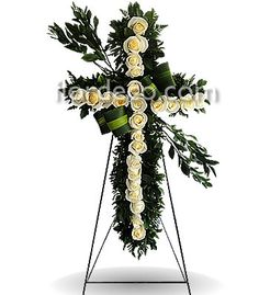 Cruz con 24 rosas blancas clave FLOR-126