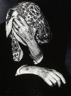 Mario Giacomelli, Verrà la morte e avrà i tuoi occh (La mort viendra qui aura tes yeux), 1955-1966. © Archivo Mario Giacomelli, Collection Maison Européenne de la Photographie, Paris.