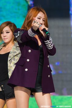 Brown Eyed Girls Jea Brown Eyed Girls, Korean Wave, Girl Bands, Arts And Entertainment, Brown Eyes, Stage, Bring It On, Kpop, Blazer