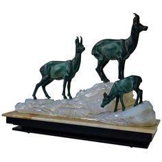 An Art Deco sculpture with three deer on a marble base.Measures: kg. Art Deco Table Lamps, Copper Art, Grey Hound Dog, Marble Art, Animal Sculptures, Light Art, Animals, Deer, Base