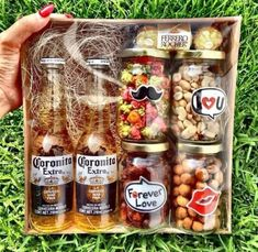 DIY Christmas Gift Basket Ideas for Raffles and Fundraisers gourmet raffle basket Diy Gift Baskets, Christmas Gift Baskets, Diy Christmas Gifts, Liquor Gift Baskets, Snack Gift Basket, Christmas Ideas For Dad, Creative Gift Baskets, Homemade Gift Baskets, Raffle Baskets