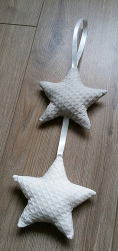 Prachtige kast-hanger/slinger met 2 sterren in Wafel beige/zand en Wafel offwhite | Op voorraad dus direct leverbaar! | Rêve Maison Lifestyle