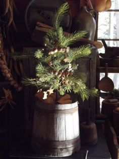 Home of the Mountain Dweller: A Simple Christmas Merry Christmas To You, Old Christmas, Old Fashioned Christmas, Antique Christmas, Country Christmas, Simple Christmas, All Things Christmas, Christmas Trees, Primitive Christmas Decorating