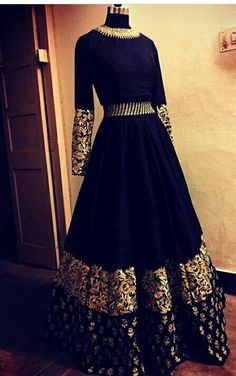 Ideas wedding indian dress gowns beautiful Source by dresses gowns Indian Attire, Indian Outfits, Indian Wedding Outfits, Lehenga Designs, Indian Gowns Dresses, Pakistani Dresses, Indian Anarkali, Party Wear Dresses, Bridal Dresses