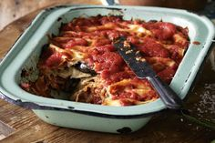 Lightly browned eggplant is the vegetarian filling for this traditional Italian lasagne. Lasagne Recipes, Pasta Recipes, Dinner Recipes, Cooking Recipes, Mushroom Pasta Bake, Tomato Pasta Sauce, Vegetarian Pasta Salad, Vegetarian Cooking, Italian Recipes