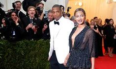 """Beyonce Knowles Photos - Jay-Z (L) and Beyonce attend the """"Charles James: Beyond Fashion"""" Costume Institute Gala at the Metropolitan Museum of Art on May 2014 in New York City. - """"Charles James: Beyond Fashion"""" Costume Institute Gala - Candids Beyonce Sister, Beyonce Twin, Beyonce E Jay Z, Beyonce Songs, Beyonce Braids, Beyonce Style, Beyonce Knowles, Beyonce Costume, Power Couple"""