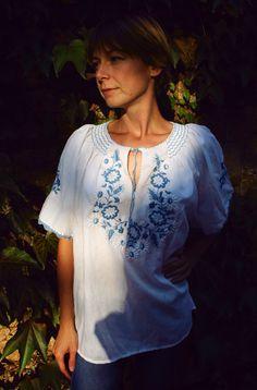 Embroidered blouse, boho peasant blouse, hippie blouse, vintage boho blouse, festival blouse, blue white Kalocsa motifs embroidered blouse