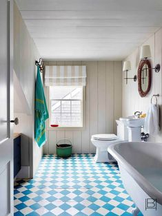 Beata Heuman does Nantucket Painted Beds, Painted Floors, Painted Wood, Beata Heuman, Swedish Farmhouse, Nantucket Home, Attic Rooms, Interior Design Companies, Ship Lap Walls