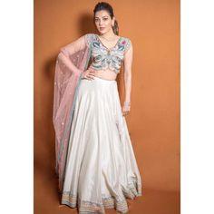 Actress Kajal Aggarwal Glamour Traditional Stills Stylish Blouse Design, Fancy Blouse Designs, Indian Dresses, Indian Outfits, Indian Attire, Indian Wear, Lehnga Dress, Lehenga Choli, Sarees