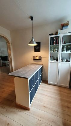 Ikea Kallax Desk, Diy Kallax, Kitchen Island Ikea Hack, Small Kitchen Inspiration, Studio Apartment Decorating, Home Remodeling, Decoration, Dundee, Ikea Hacks