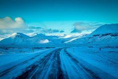 Dangerous ice road driving... but soo exciting!  #icelandic #icelandsecret #icelandair #whyiceland #exploreiceland #wheniniceland #igersiceland #unlimitediceland #icelandexplored #love_iceland #icelandtrip #travel #adventure #photography #streetphotography #travelphotography #portraitphotography #travellerslife #ig_world #loves_landscape #adventuremobile #wanderlust #mountainside #himgeo #mli.earthmagic #landscapephoto #beyondthelands_ #livingonearth #mycanon #fantastic_captures