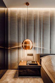Архитектор Павел Янев (ALL in Studio) разработал дизайн интерьера квартиры в городе София, Болгария. Владельцы хотели простой современный декор с элегантными элементами. Задача была решена благодаря применению различных материалов. Отделку выполнили в чёрно-белых тонах, для