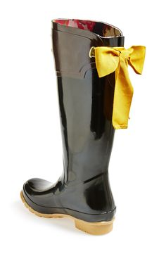 So cute! Can't get over the adorable bow on this rain boot.
