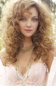 Find images and videos about belas mulheres on We Heart It - the app to get lost in what you love. Girl Face, Woman Face, Beautiful Eyes, Beautiful Women, Most Beautiful Faces, Gorgeous Hair, Beautiful Pictures, Pretty Woman