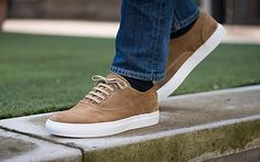 Delle scarpe che stanno bene su tutto? Le Sneakers 100% artigianali di Velasca