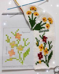 kek kek's 697 sharing analytics - Her Crochet Crochet Sandals, Crochet Shoes, Crochet Slippers, Diy Crochet, Peyote Patterns, Crochet Patterns, Winter Pansies, Tunisian Crochet Stitches, Knitted Booties