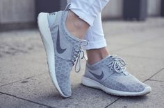 Outfit: graue Nikes and Jeggings | http://www.glasschuh.com/2015/07/outfit-graue-nikes-jeggings/ #grey# outfit #sporty #nike #sneaker #jeggings  #glasschuhloves