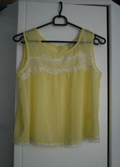 Kup mój przedmiot na #vintedpl http://www.vinted.pl/damska-odziez/koszulki-na-ramiaczkach-koszulki-bez-rekawow/11863180-cienka-koszulka-z-koronkowa-wstawka