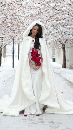 ¡Qué bonita idea para una novia de invierno! #vestidos #novia #invierno