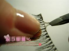 How to clean your false eyelashes properly after removal