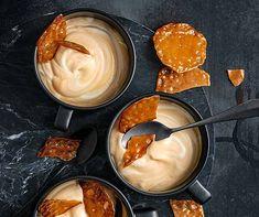 Der beliebte Dessert-Klassiker: Brönnti Creme, hier mit feinen Caramelchips. Fabulous Foods, Fondue, Creme, Chips, Pudding, Yummy Food, Ethnic Recipes, Desserts, Whipped Cream