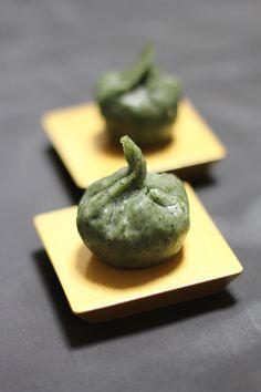 Kusa Mochi, Mochi Cake Mixed with Ground Yomogi (Japanese Mugwort, Spring Herb) |草もち