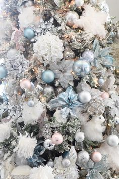 Soft Blue for the kitchen tree Blue Christmas Decor, French Christmas, Merry Christmas To All, All Things Christmas, White Christmas, Christmas Tree Decorations, Christmas Wreaths, Xmas Tree, Wonderful Time